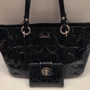 COACH patent leather embossed sig C bag + wallet